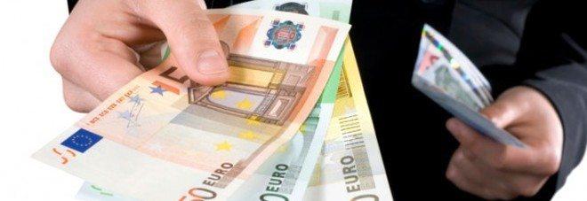 Addio allo stipendio in contanti, si potrà pagare solo in banca o alla posta.