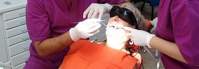 Dentista gratis, contributo fino a 400 euro, ecco come funzionerà