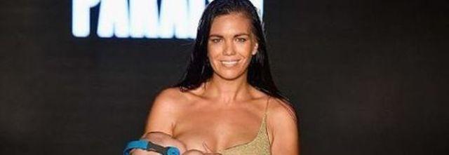 Mara Martin, la modella sfila nel mentre allatta la figlia, una pioggia di critiche e insulti.