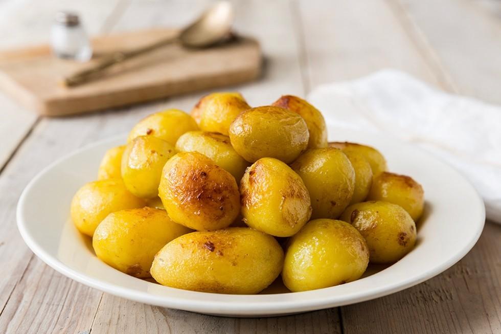 Le patate cotte sono tossiche se non mangiate subito, ecco la verità.