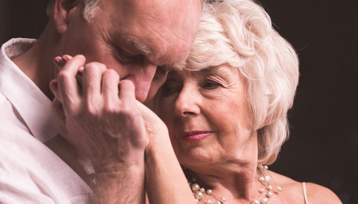 Troppo sesso con l'amante 85enne, i figli denunciano il nonno amante.