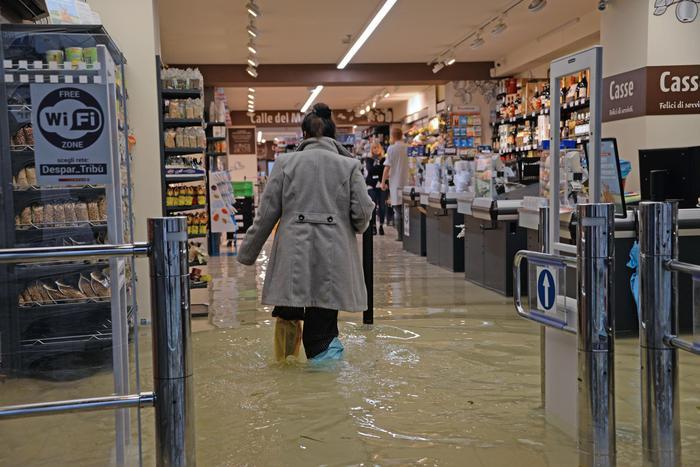 Venezia, la marea si ferma a 154 cm. Chiusa Piazza San Marco - Speciali - ANSA ➥