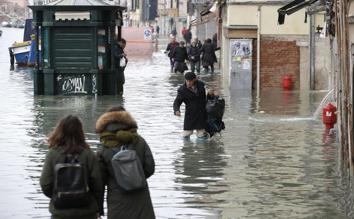 Venezia in ginocchio. Gravi danni alla Basilica di San Marco. Conte: 'Per Mose siamo in dirittura finale' - LA DIRETTA - Speciali - ANSA. ➥