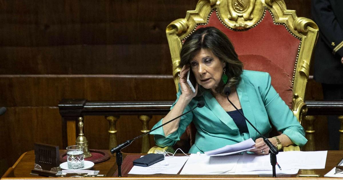 """Gregoretti, processo a Salvini: il verdetto in Giunta il 20 gennaio. Passa la linea del centrodestra: la presidente Casellati vota ed è decisiva. Zingaretti: """"Scorretta, non è super partes�. Brescia (M5s): """"Si dimetta�-ILFATTOQUOTIDIANO➥"""