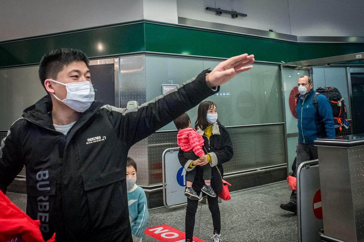 """Coronavirus, l'Italia blocca i voli diretti dalla Cina ma """"non ci sono controlli su chi fa scalo�: la testimonianza a Sono le Venti (Nove) -ILFATTOQUOTIDIANO ➟"""