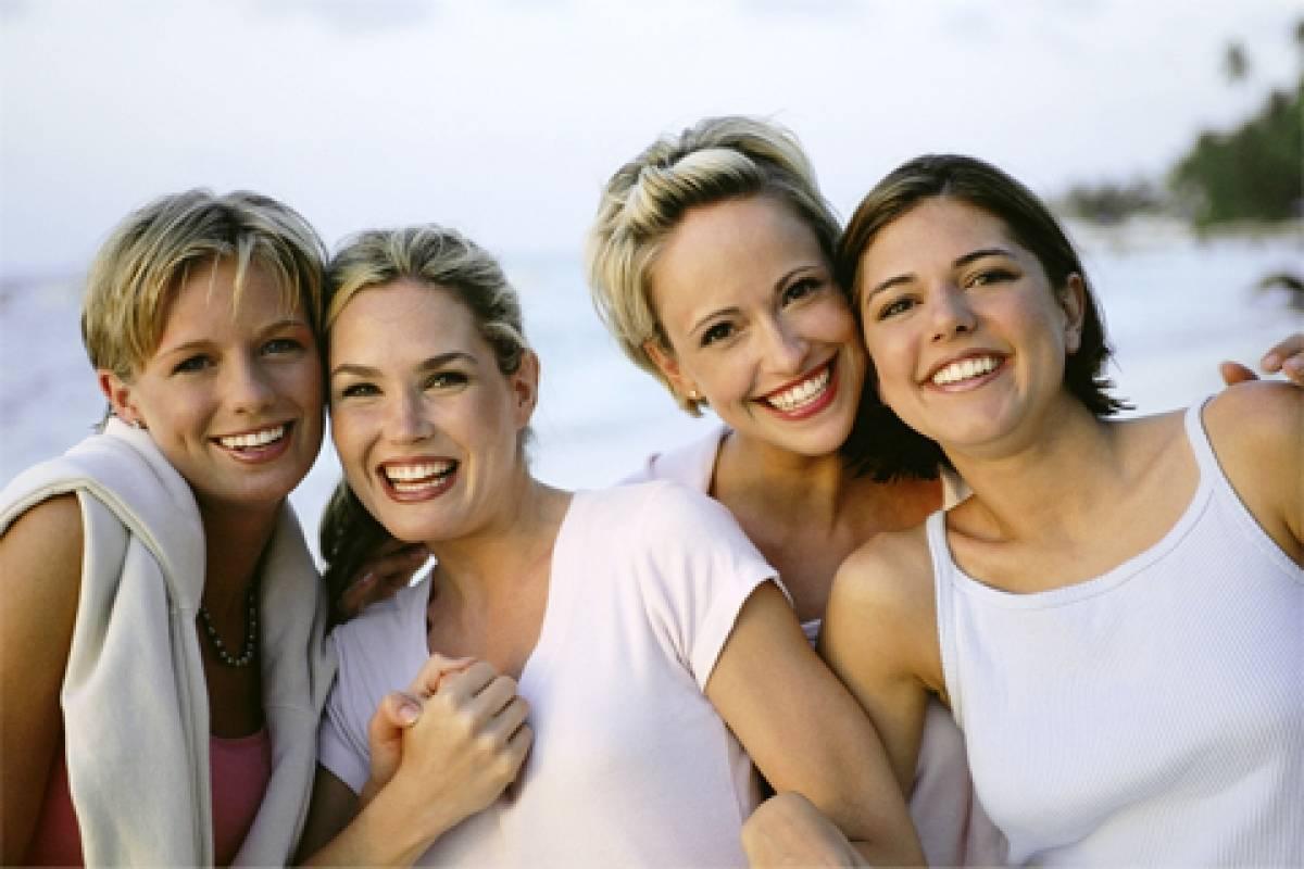 AMICI MEGLIO DELLA MORFINA, GLI SCIENZIATI SPIEGANO L'EFFETTO DELL'AMICIZIA   Una bella rete di amici ci aiuta a sopportare ogni dolore, anche quello fisico