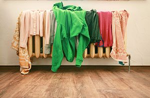 Asciugare vestiti sul termosifone pu essere pericoloso - Asciugare panni in casa ...