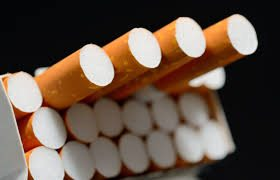 Sigarette, scatta l'aumento: costeranno 20 centesimi in più Le marche che costeranno di più sono Marlboro, Chesterfield, Merit e Diana. In arrivo altre stangate