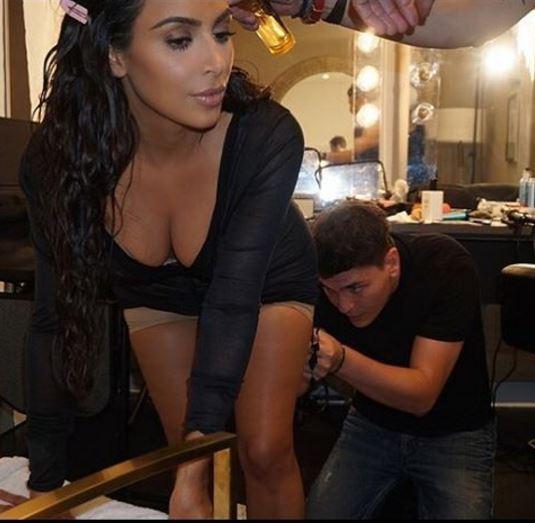 Kim Kardashian si trucca anche le parti in.time