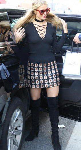 Paris Hilton fa shopping in minigonna e senza reg.gi.seno