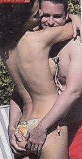 Laura Barriales, topl ess e palp atine con il suo compagno