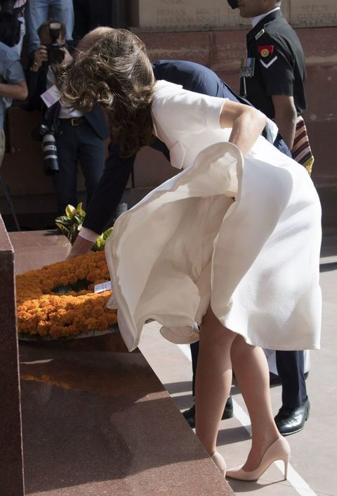 Kate MarilynIl La Come Alza Middleton Si Regina Vento GonnaE k8Pn0wO