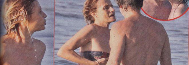 Isabella Ferrari siparietto hot: si tuffa nel mare di Sabaudia e il costume le fa uno scherzetto