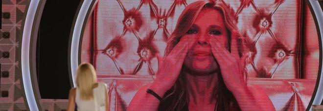 """Grande Fratello Vip, lo scontro tra Valeria Marini e Laura Freddi: """"Io ti ho sempre difeso e tu..."""""""