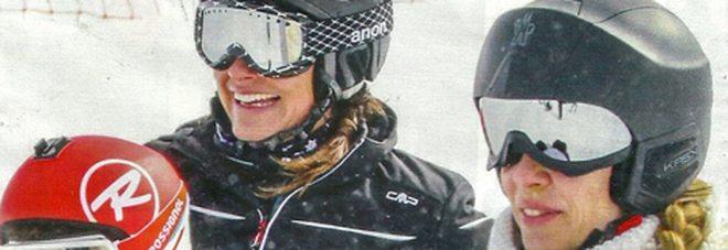 """Alena Seredova, vacanze sulle nevi con i """"parenti"""": famiglia allargata con gli Elkann"""