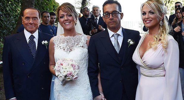 Nozze show a Ravello per la sorella di Francesca Pascale, Berlusconi arriva in elicottero
