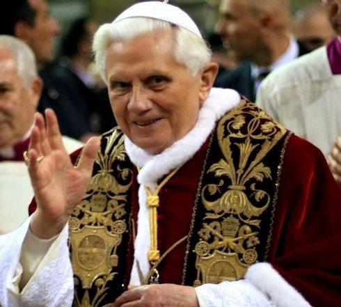 Il de profundis del cattolicesimo: il coro di Ratisbona intona le note della teologia della liberazione.