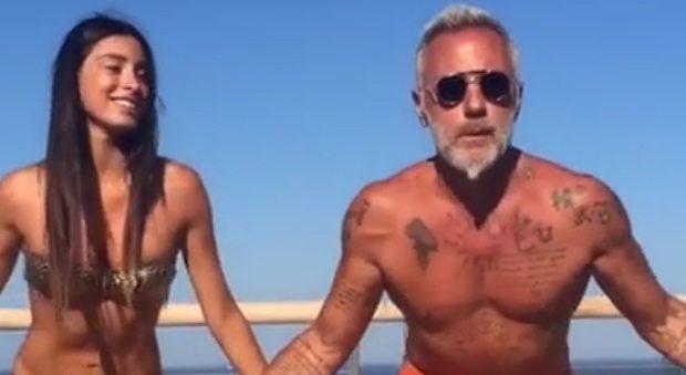 """Gianluca Vacchi dal web alla tv: ballerino con la fidanzata a """"Ballando con le stelle"""""""