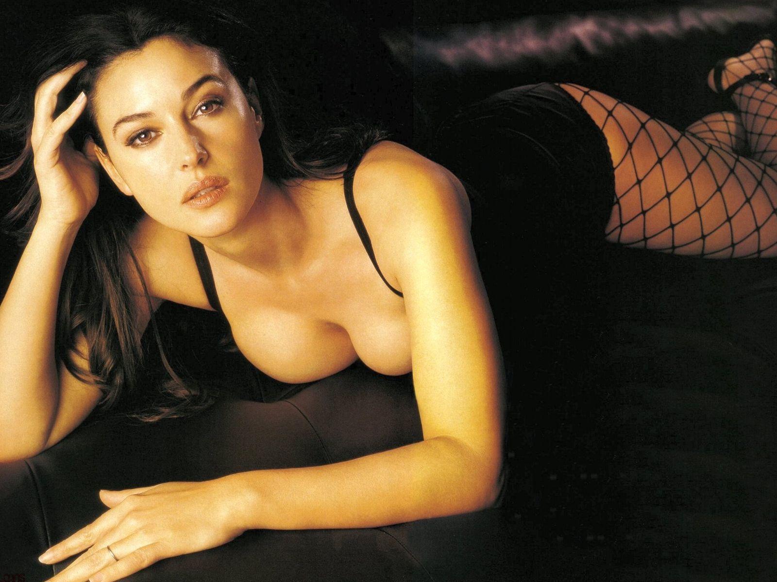 """Monica Bellucci: """"Non mi vergogno, bello essere diva con le rughe"""""""