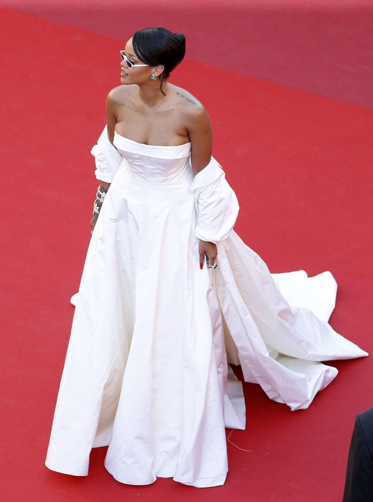 Debutto in grande stile sulla Montee des Marches di Cannes per Rihanna