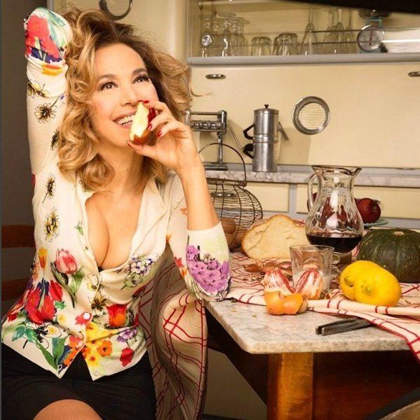 """Barbara D'Urso resta a Domenica Live: """"Insostituibile, appuntamento a settembre"""""""