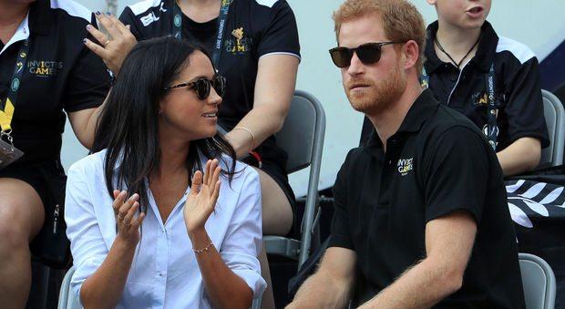 Harry e Meghan Markle, prima uscita pubblica: il principe e l'attrice mano nella man