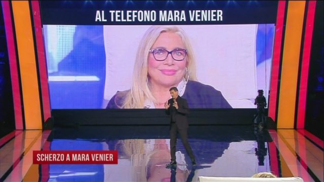 """A """"Tu si que vales"""" serata di scherzi, Teo Mammuccari a Mara Venier: """"C'è un ruolo per te in una fiction"""""""