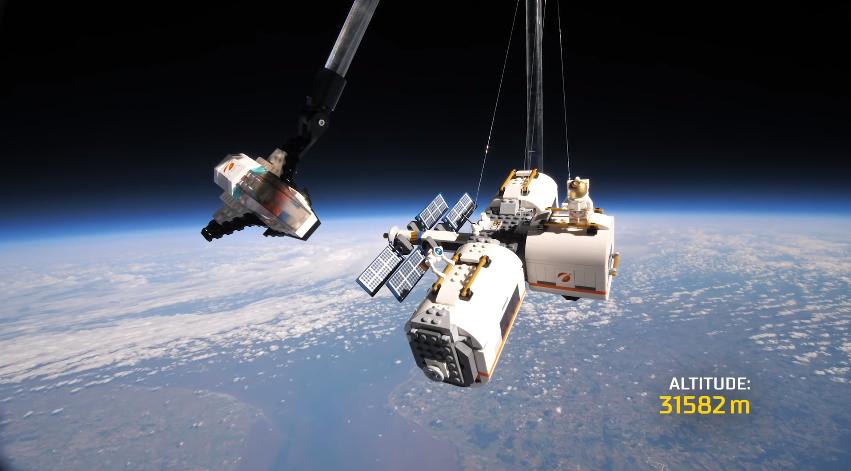 Un set Lego nello spazio!