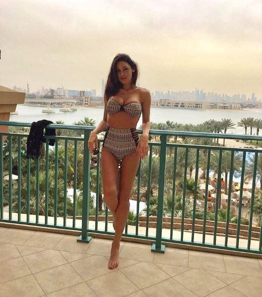 Anna Tatangelo, bella in bikini a Dubai