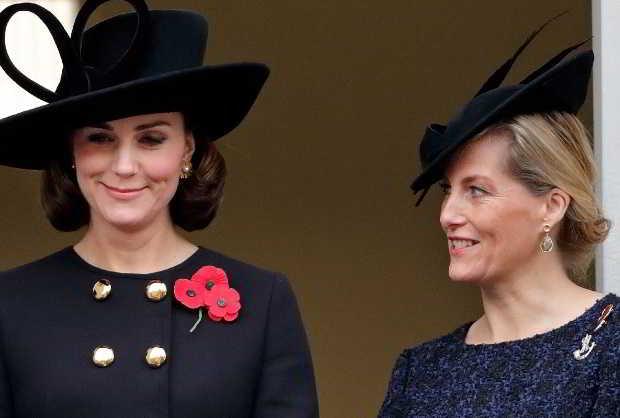 La Regina Elisabetta vuole sostituire Meghan Markle con la contessa Sophie