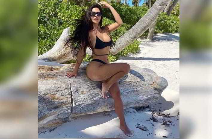 Kim Kardashian regina del fotoritocco. «Solo quattro dita?». Fan increduli