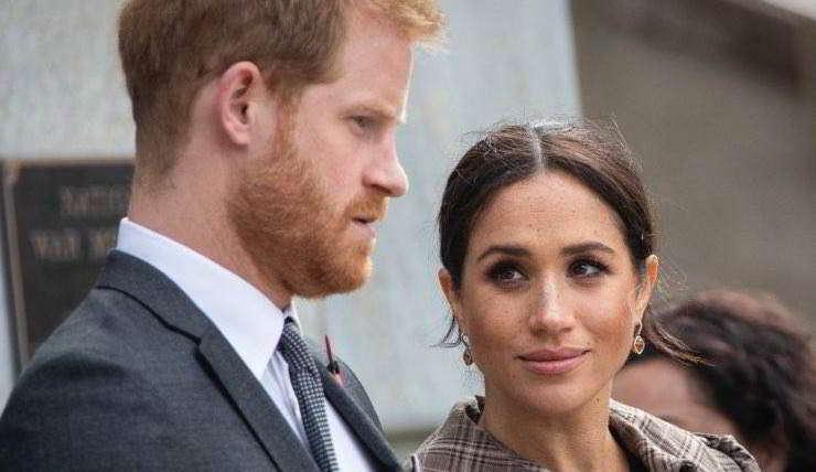 Harry e Meghan, i conti non tornano: «Soldi da Carlo fino alla scorsa estate»