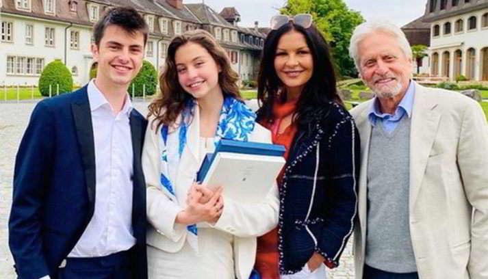 Michael Douglas e il diploma della figlia Carys: