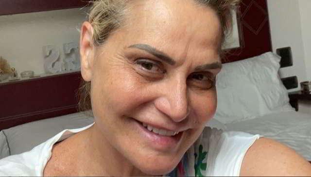Simona Ventura al naturale, commenti impietosi