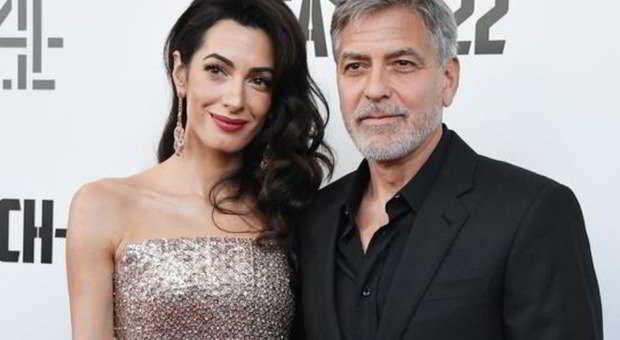 George Clooney e Amal: «Lei è di nuovo incinta di due gemelli...»