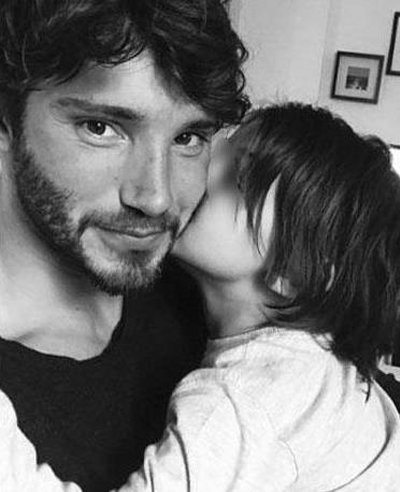 Stefano De Martino al piccolo Santiago mi sei mancato