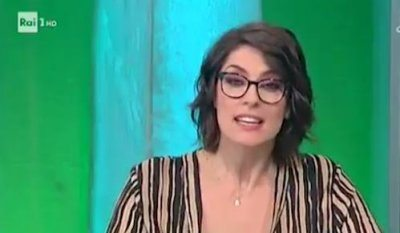 Una telefonata in diretta tv imbarazza Elisa Isoardi