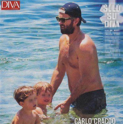 Carlo Cracco al mare si rilassa in famiglia