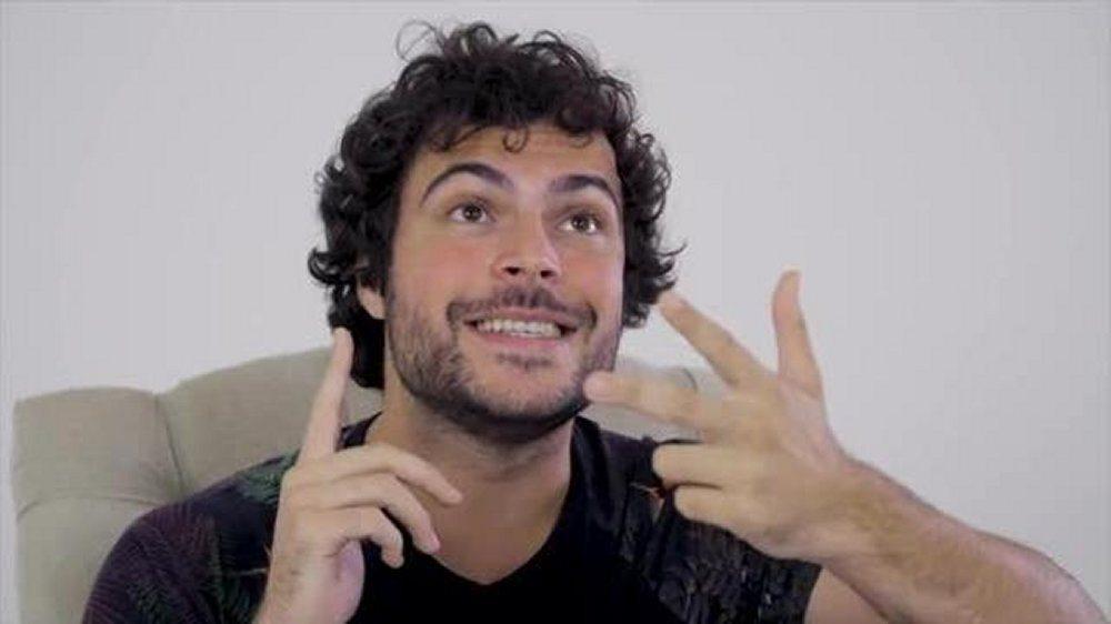 Guglielmo Scilla in un video sorprende tutti