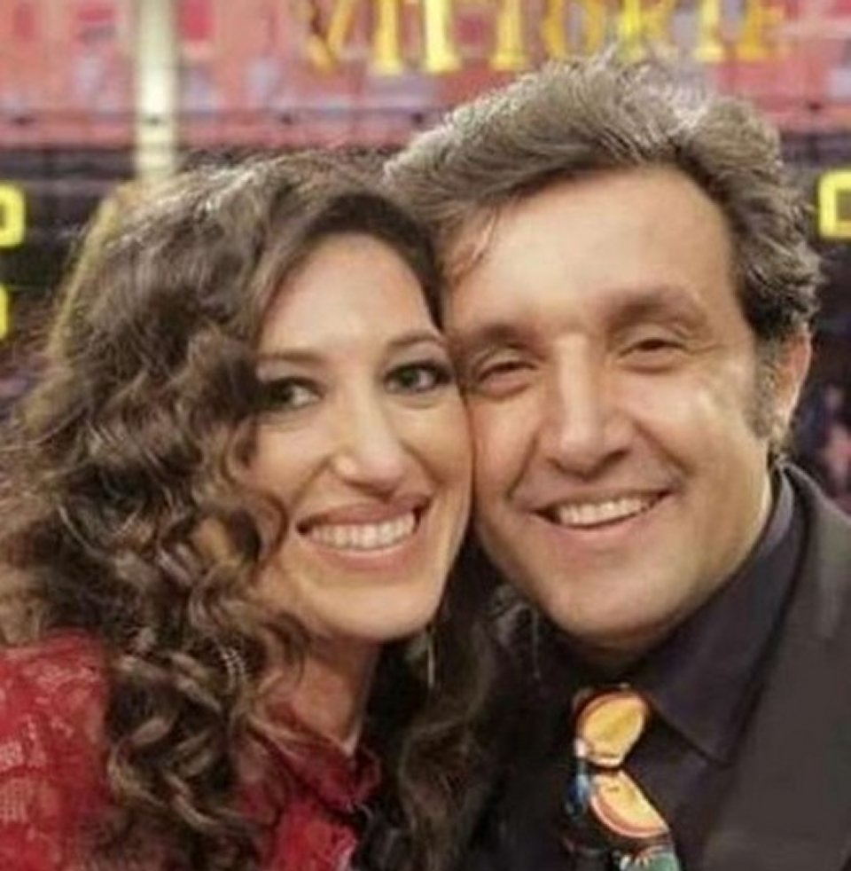 Flavio Insinna in love con un ex concorrente di affari tuoi