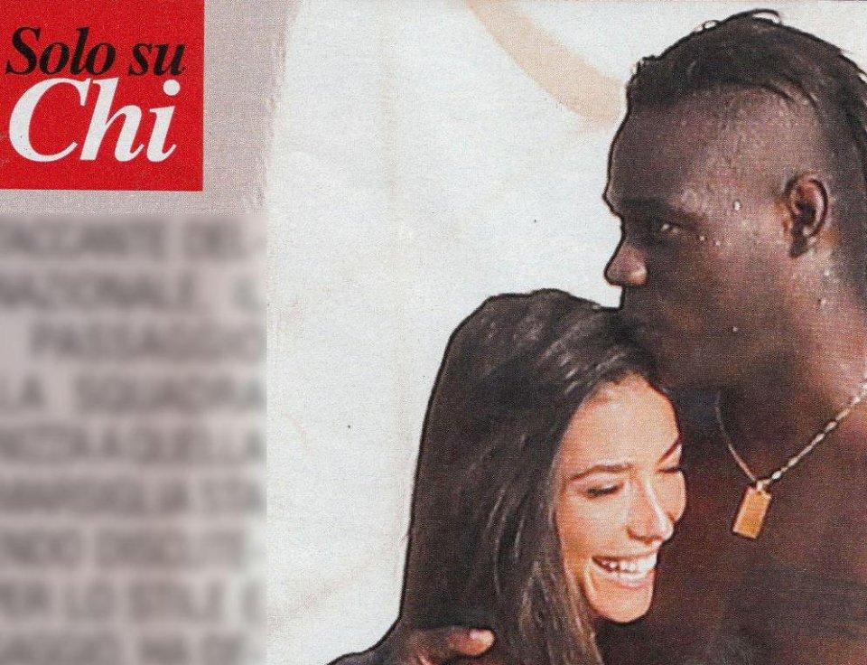 Mario Balotelli paparazzato in piscina con una nuova fiamma