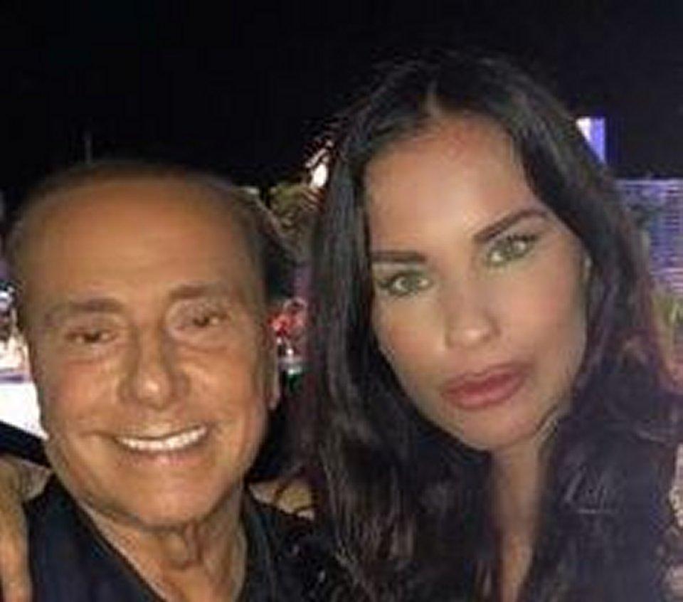 Antonella Mosetti  irriconoscibile accanto a Silvio Berlusconi