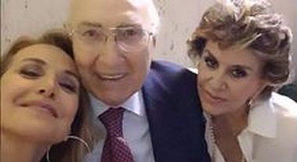 Boom di critiche per il selfie di Barbara D'Urso selfie Pippo Baudo e Franca Leosini