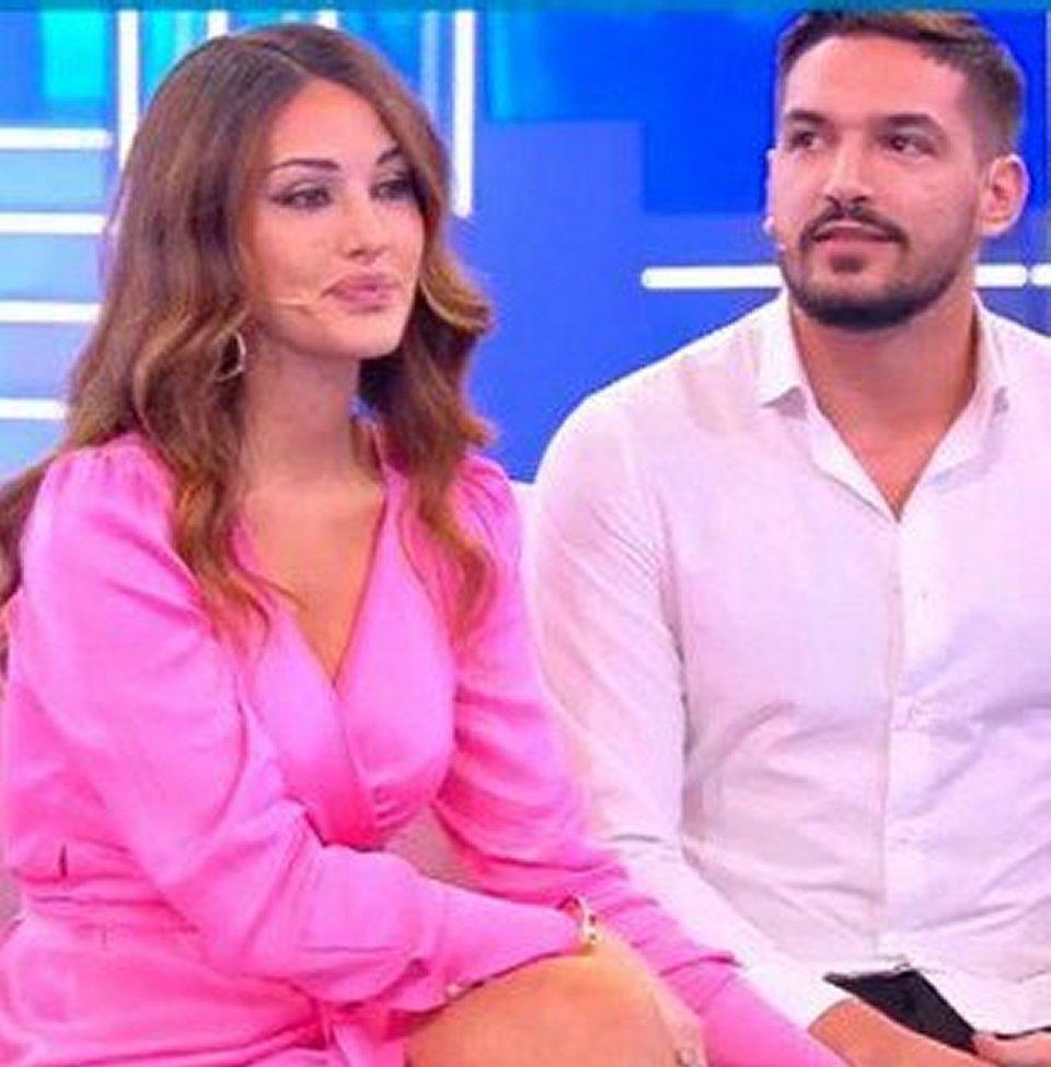 Rosa Perrotta annuncia la sua gravidanza a Domenica Live