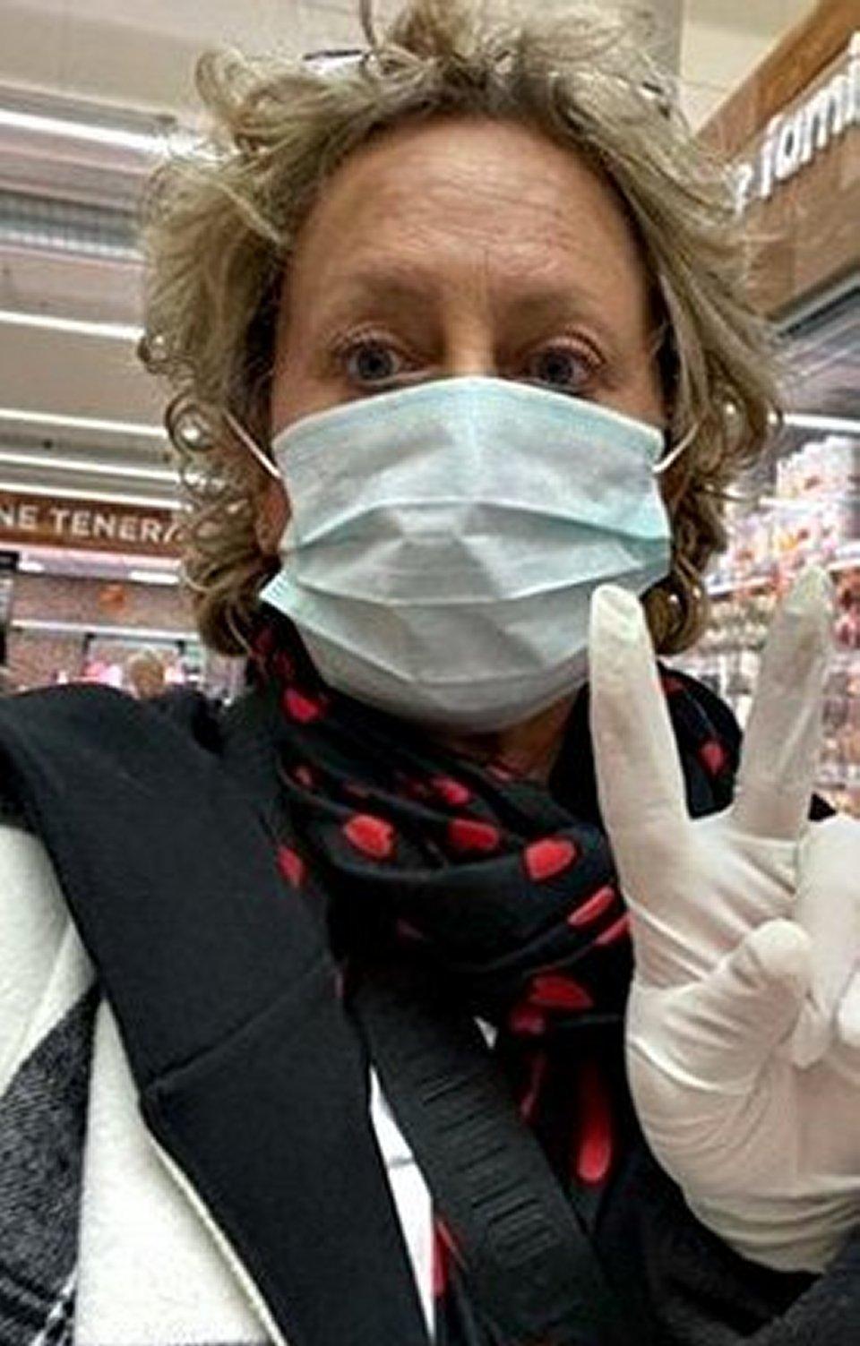 Carolyn Smith con la mascherina al supermercato sono a rischio per quello che ho