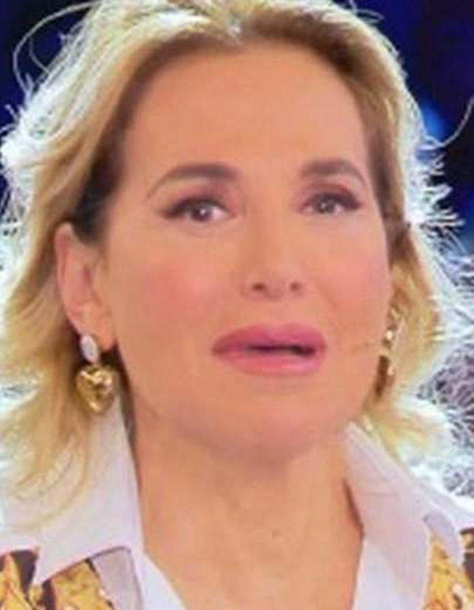Scoppia la polemica dopo la preghiera in tv di Barbara D'Urso e Salvini