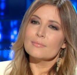 Botta e risposta sui social tra Selvaggia Lucarelli e Giulia De Lellis il suo libro era una fuffa