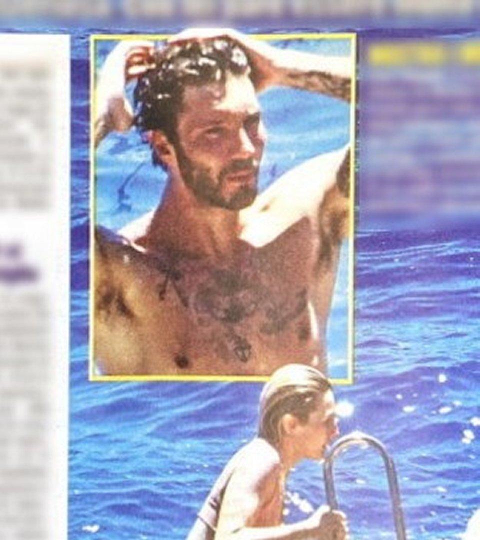 Stefano De Martino in compagnia di una bionda misteriosa al mare