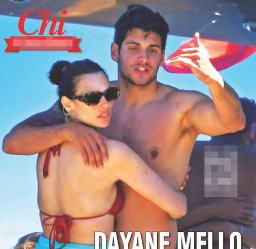 Dayane Mello baci bollenti e topless in barca ad Amalfi