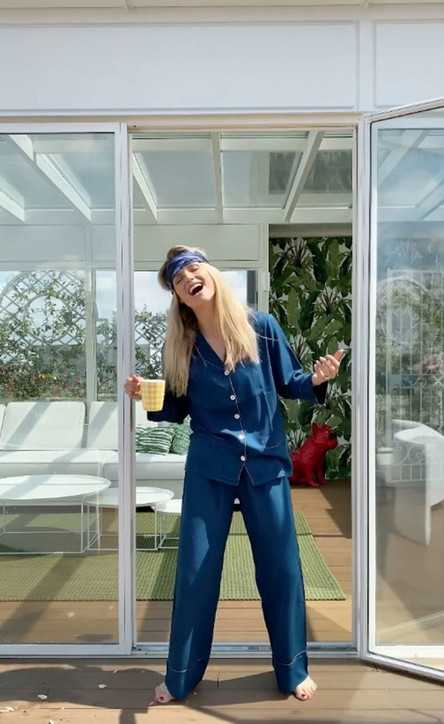 Michelle Hunziker esilariante siparietto in pigiama